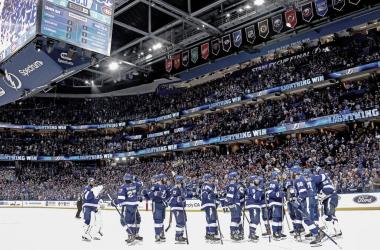 Los Tampa Bay Lightning arrollan a los Montreal Canadiens