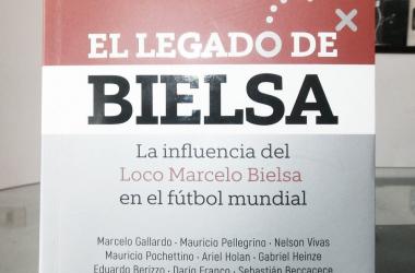 "Tapa del libro ""El legado de Bielsa"". (Foto: @DamianGiovino)"