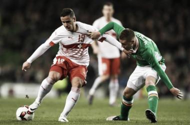 Shani Tarashaj is closed down by future Everton team-mate James McCarthy as Switzerland take on the Republic of Ireland earlier this year. (Image: Liverpool Echo)
