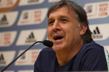 """Gerardo Martino: """"Nuestra respuesta debe ser futbolística"""""""