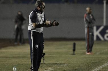 Tencati avalia como 'castigo' derrota do Londrina em casa para Vila Nova
