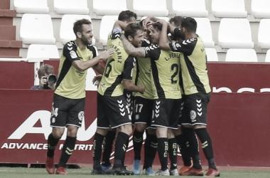 Los futbolistas del Tenerife celebran un tanto durante el partido frente al Albacete | CD Tenerife