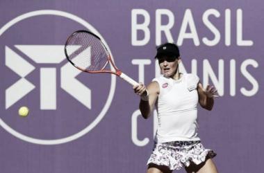 Tatjana Maria, número 65 do Mundo, venceu a brasileira Nanda Alves (Foto: Cristiano Andujar / Divulgação)