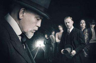 John Malkovich, Rupert Grint yEamon Farren son los actores que encarnan a los protagonistas de esta serie. Fotografía deThe National.