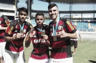 Náutico contrata lateral-direito Thiago Ennes por empréstimo junto ao Flamengo