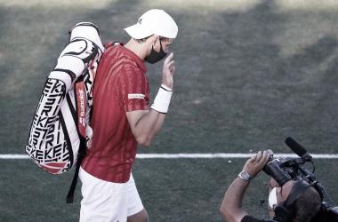 "<div><p><font size=""4"">Dominic retirándose de su partido de Mallorca. Foto @ThiemDomi</font></p></div>"