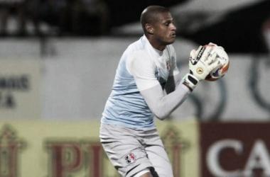 Ídolo reassume titularidade após quatro jogos e tenta se firmar com contusão de companheiro (Foto: Antônio Melcop/Santa Cruz)