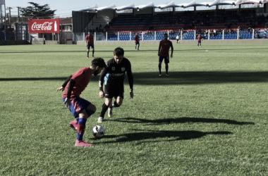 Wilchez y la pelota (Foto: Prensa Tigre).