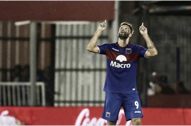 El goleador mira al cielo: el milagro todavía es posible (Foto: A Puro Gol).