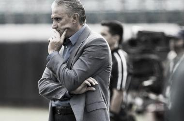 """Tite defende equipe do Corinthians sobre falhas: """"É um time em formação"""""""