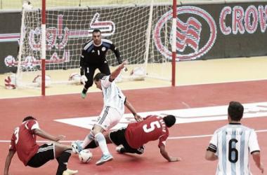 Borruto se va derecho al gol (Foto: FCCKuwait 2014)