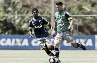 Thiago Neves ainda busca seu primeiro gol com a camisa do Cruzeiro (Foto: Cristiane Mattos/Light Press)
