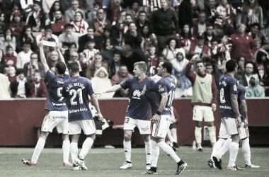 Toché muestra el brazalete de capitán en la celebración del gol en el último derbi / Imagen: Laliga123