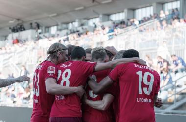 """Las """"Cabras"""" golearon y seguirán en Bundesliga / foto: @fckoeln"""