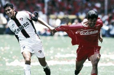 La marca de los rojinegros a José Cardozo fue férrea (Foto:NBC Deportes)