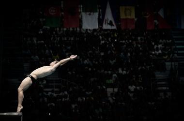 Tom Daley realizando un salto/ FINA