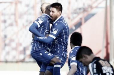 Alvarado, ex-Tomba, festejaba el primer gol en Copa Argentina del equipo en la edición 2016. FOTO: Archivo.