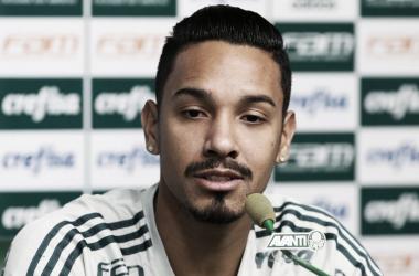 De contrato novo, Antônio Carlos elogia volta de Deyverson na equipe titular do Palmeiras