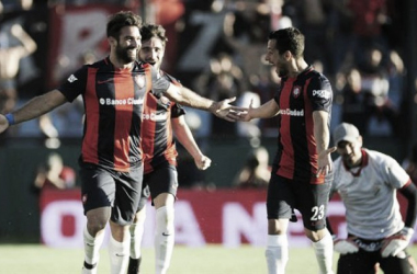 Martín Cauteruccio festeja uno de sus goles. Foto: La Nación