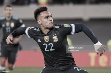 """AFIANZADO. El """"Toro"""" Martínez a bases de gol y buen rendimiento es el """"nueve"""" indiscutido de Scaloni. Foto: Getty images"""