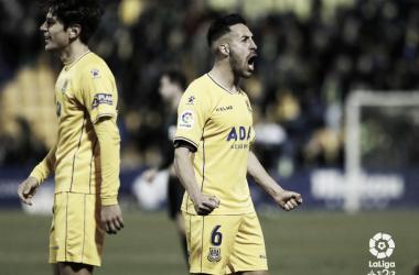 Dani Toribio celebra la victoria ante el Córdoba | LaLiga 1|2|3
