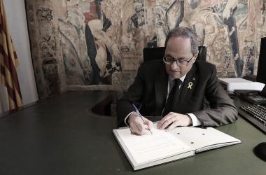 Torra firmando el decreto de nombramiento de las nuevas consejeras en marzo de 2019. Fuente: Generalitat de Cataluña.