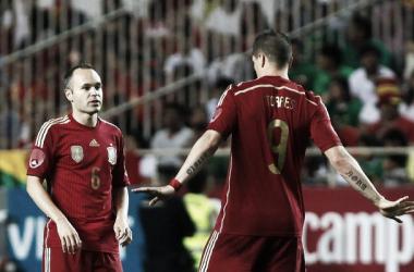 Fernando Torres e Iniesta en un partido con la Selección Española I Foto: Reuters