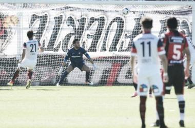 Torrico no pudo impedir el gol en contra de Más | Foto: Olé