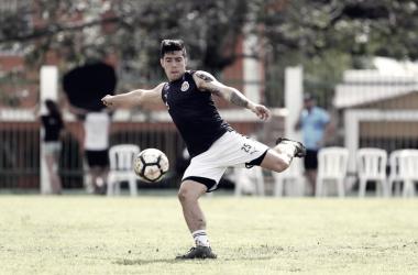 Michael Pérez en el entrenamiento previo al partido en República Dominicana. (Foto: Chivas)