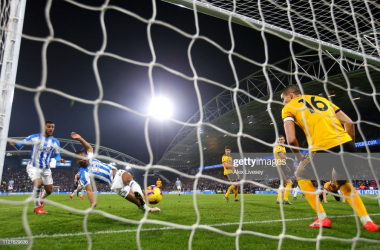 Steve Mounie nets Huddersfield's injury time winner