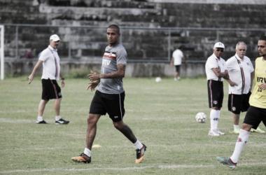 Givanildo decidiu manter a mesma base do time que encerrou o treino da última terça (Foto: Rodrigo Baltar / Santa Cruz)