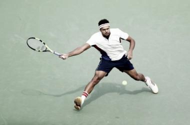 Tsonga golpea una derecha durante un partido en el pasado US Open. Foto: zimbio.com