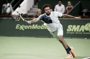 Jo-Wilfried Tsonga returning serve. Photo Source: AFP / KARIM JAAFAR