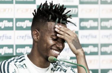 """Apesar de invencibilidade, Tchê Tchê pede calma ao Palmeiras: """"Temos que manter o pé no chão"""""""