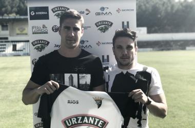 Royo y Soto posan con la camiseta de su nuevo club. | FOTO: CD Tudelano