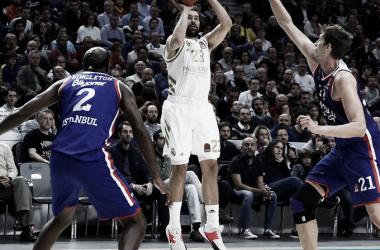 Los 32 puntos de Larkin hacen la vida imposible al Madrid