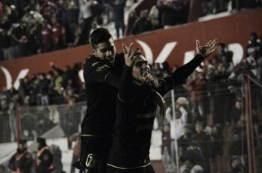 """Magnín abraza a Gotti, en el festejo de uno de los dos goles del """"Tanque"""". (Foto: Twitter Instituto: @InstitutoACC)"""