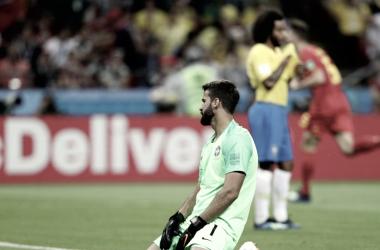 Alisson, desolado, tras un gol de Bélgica   Foto: FIFA