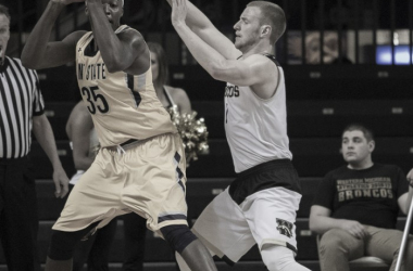 Tucker Haymond (1) of Western Michigan guard's Jimmy Hall (35) of Kent State. Photo: Walter Cronk