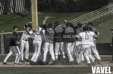 Western Michigan Broncos celebrate after beating in state rival Eastern Michigan in extra innings. Photo: Walter Cronk