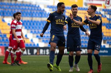 Onwu celebra uno de sus goles. Foto: UCAM Murcia CF