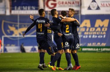 Celebración de los futbolistas del UCAM tras anotar un gol   Foto: UCAM Murcia