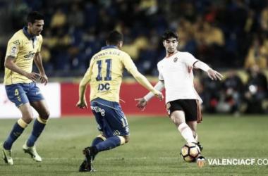 De virada, Las Palmas vence Valencia e segue invicto em casa no Espanhol