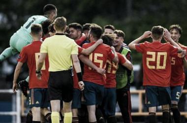 La Selección Española Sub-17 celebra su clasificación. Foto: UEFA