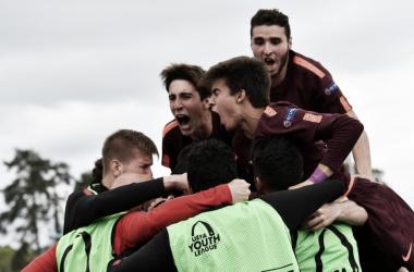 Los campeones, celebrando el segundo gol de Marqués en la final | Foto: UEFA
