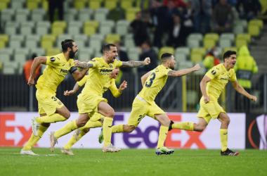 L'esultanza dei giocatori del Villareal al rigore parato da Rulli. | Foto: Twitter @EuropaLeague.