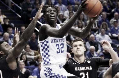 #5 Kentucky Wildcats hold off #24 South Carolina Gamecocks; De'Aaron Fox injured