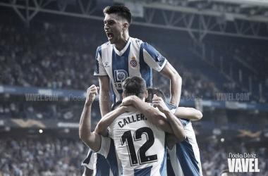 El equipo perico celebra con una piña un gol este año // Foto: Noelia Déniz (VAVEL).