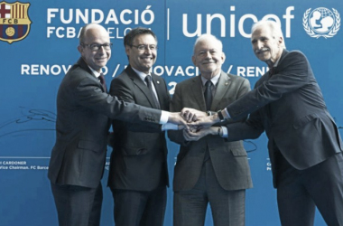 Josep Maria Bartomeu, Anthony Lake, Jordi Cardoner et Carmelo Angulo en la firma del acuerdo | Imagen: FCBarcelona