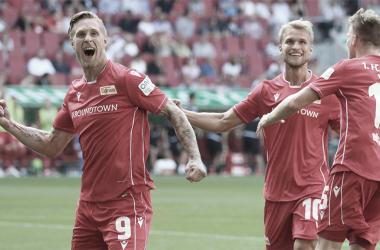 Sebastian Ardersson (centro) anotó el histórico gol para los de la capital. FOTO: Union Berlin